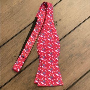 Vineyard Vines wine and grapes bow tie